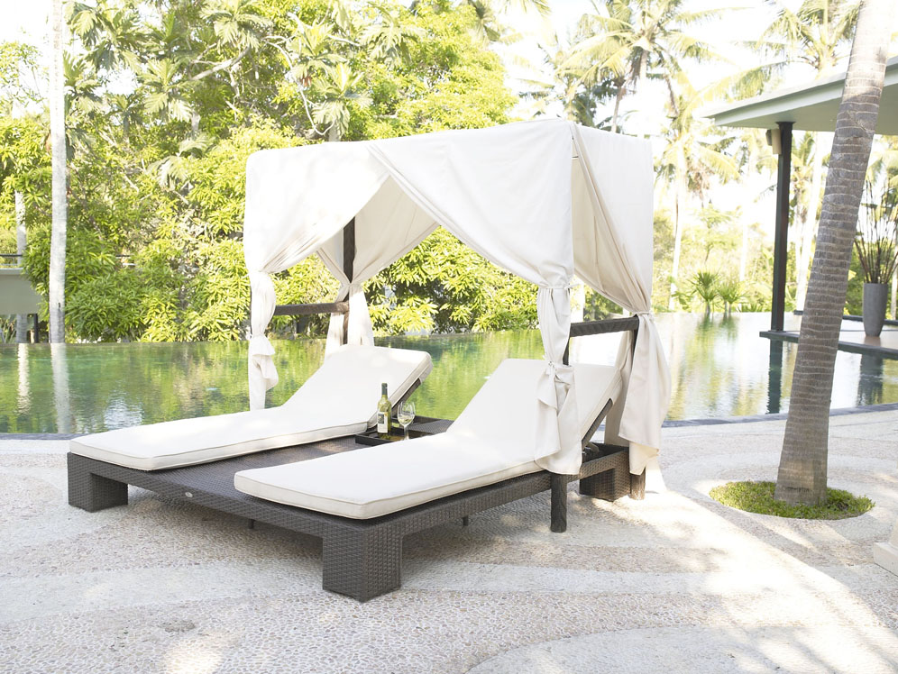 Outdoor Wicker Double Chaise Lounge Canopy